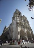 Notre Dame Cathedral, les gens et la rue photos stock