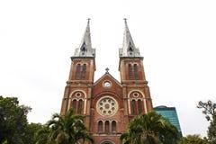 Notre Dame Cathedral med vit himmel, Ho Chi Minh City, Vietnam Arkivfoto