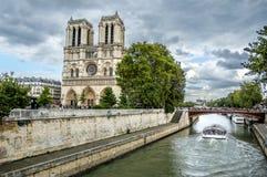 Notre Dame Cathedral och Sena flod Fotografering för Bildbyråer
