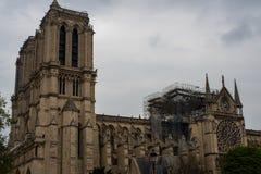 Notre-Dame-Dach-Schaden lizenzfreie stockfotografie