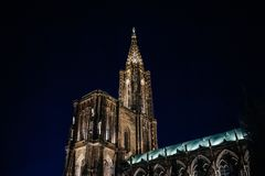 Notre Dame de史特拉斯堡大教堂在附近的史特拉斯堡中部 库存图片