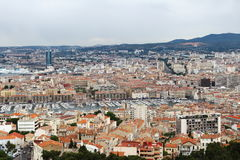 从Notre Dame de la加尔德角的看法在马赛中心,法国 库存照片