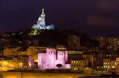 Notre-Dame de la Garde och abbotskloster av den Sanka segraren Royaltyfri Fotografi