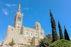 Notre-Dame de laGarde kyrka i Marseille royaltyfria foton