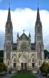 Notre Dame de Montligeon Basilica in ländlichem Frankreich lizenzfreie stockfotografie