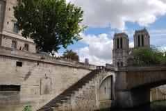 Notre Dame de Paris, canale navigabile, costruzione, cielo, albero Immagine Stock Libera da Diritti