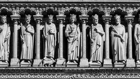 Notre Dame de Paris Cathedral: Dettagli architettonici nel nero Fotografia Stock Libera da Diritti