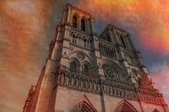 Notre Dame de Paris Cathedral, la plupart de belle cathédrale de la France en feu photos libres de droits