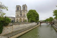 Notre Dame de Paris, dans des Frances de Paris Photo libre de droits