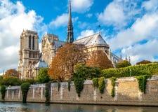 Notre Dame de Paris en automne Photos libres de droits