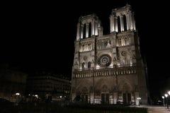 Notre Dame de Paris entro la notte fotografia stock libera da diritti