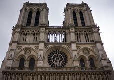 Notre Dame de Paris, facciata della cattedrale, Francia, il 25 giugno 2013 fotografie stock libere da diritti
