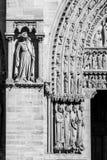 Notre Dame De Paris katedra: Architektoniczni szczegóły w czerni Zdjęcie Royalty Free