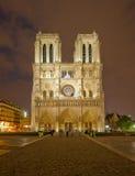 Notre Dame de Paris na noite Foto de Stock Royalty Free