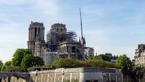 Notre Dame de Paris p? April 17, 2019: F?rst?rkningarbete efter branden stock video