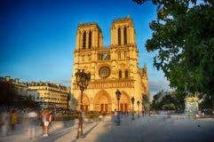 Notre Dame De Paris przy zmierzchem zdjęcia royalty free