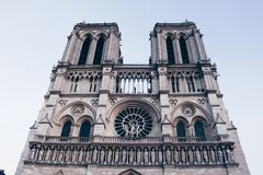 Notre-Dame de Paris senken Ansicht stockfoto