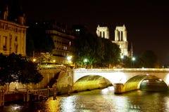 Notre Dame de Paris sobre el río Sena Imagen de archivo