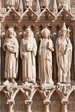 Notre Dame de Paris statyer av helgon Royaltyfria Bilder
