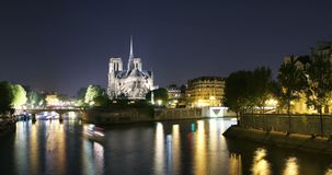 Notre Dame de Paris Time Lapse di notte stock footage