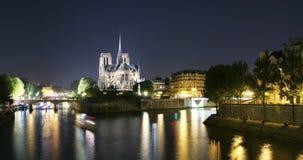 Notre Dame de Paris Time Lapse vid natt arkivfilmer