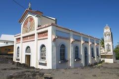 Notre Dame des laves教会的外部在Sainte罗斯De La Reunion,法国 免版税库存图片