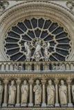 Notre Dame di Parigi, Francia, rozette sulla facciata, la nostra signora immagini stock libere da diritti