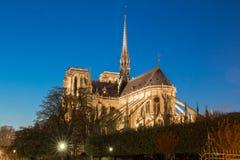 Notre Dame domkyrka i afton, Paris Arkivfoton