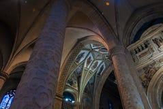 Notre Dame domkyrkainsida royaltyfri bild
