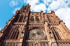 Notre Dame domkyrkayttersida i Strasbourg Royaltyfri Fotografi