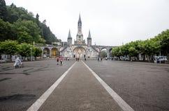 Notre Dame du Rosaire de Lourdes Basilica av vår dam av radbandet det roman - katolsk kyrka i Lourdes, Frankrike Arkivbilder