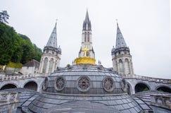 Notre Dame du Rosaire de Lourdes Basilica av vår dam av radbandet det roman - katolsk kyrka i Lourdes, Frankrike Arkivbild