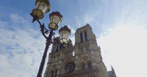 Notre Dame en París en el movimiento metrajes