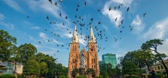 Notre-Dame Katedralna bazylika Saigon, oficjalnie Katedralna bazylika Nasz dama Niepokalany poczęcie jest katedralnym loc Zdjęcie Royalty Free