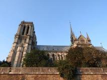 Notre Dame, la cathédrale la plus belle à Paris Vue de la rivière la Seine, France photos libres de droits