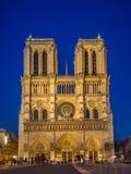 Notre-Dame nachts Lizenzfreie Stockfotos