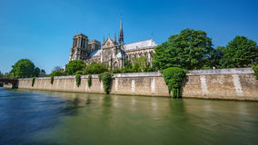Notre Dame och sena flod, bakre sikt Fotografering för Bildbyråer