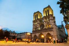 Notre Dame por noche Imagen de archivo libre de regalías