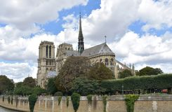 Notre Dame Spire, La Fleche, y tejados de madera antes del fuego Par?s, Francia foto de archivo libre de regalías