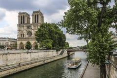 Notre Dame van Parijs, Frankrijk, riviermening op kathedraal stock foto