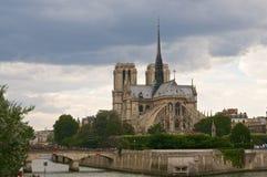 Notre Dame vom Fluss Lizenzfreie Stockbilder