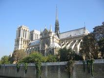 Notre Dame vom Fluss Seine Lizenzfreie Stockfotos