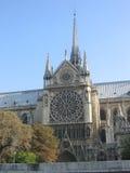 Notre Dame vom Fluss Seine Lizenzfreie Stockbilder