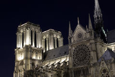 Notre- Damekathedrale bis zum Nacht Lizenzfreies Stockfoto