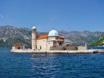 Notre Madame de l'île et de l'église de roche dans Perast images stock