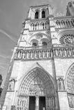 Notre paniusi Paris katedry zewnętrznie widok w czarny i biały Obraz Royalty Free
