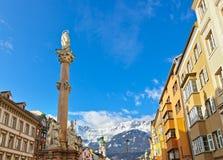 Notre statue de Madame à la vieille ville à Innsbruck Autriche Photographie stock libre de droits