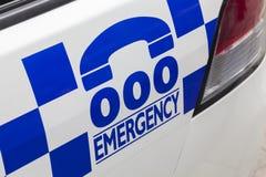 Notrufnummer 000 auf einem Polizeiwagen Lizenzfreies Stockfoto