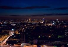 Notte aerea della città fotografia stock
