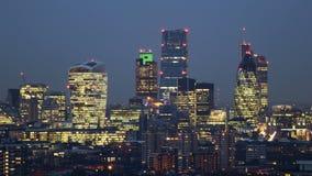 Notte al lasso di tempo dell'orizzonte della città di giorno video d archivio
